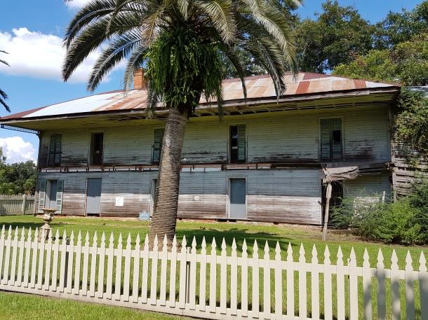 Noch nicht restauriertes Nebenhaus