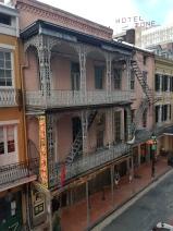 Sicht vom Balkon auf die Iberville Street